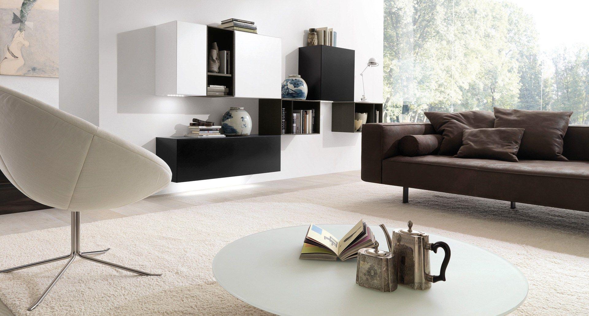 Parete attrezzata componibile fissata a muro con porta tv for Casa moderno a