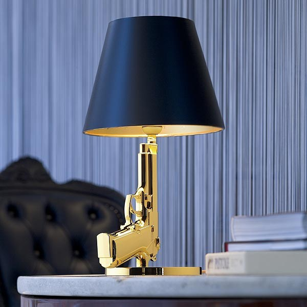 Direct light table lamp bedside gun by flos design for Lampe de chevet rechargeable
