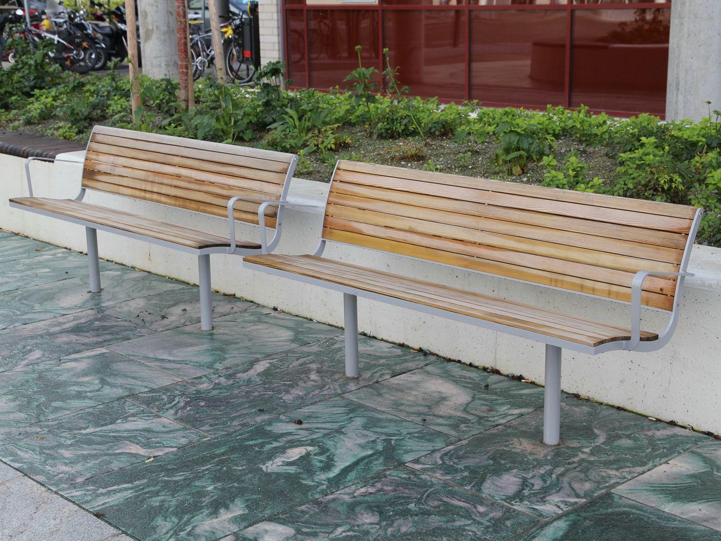 Parco panchina in acciaio e legno by nola industrier for Panchine arredo urbano prezzi