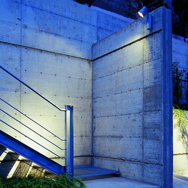 Projecteur d ext rieur faretto wc by flos design piero lissoni for Projecteur exterieur design