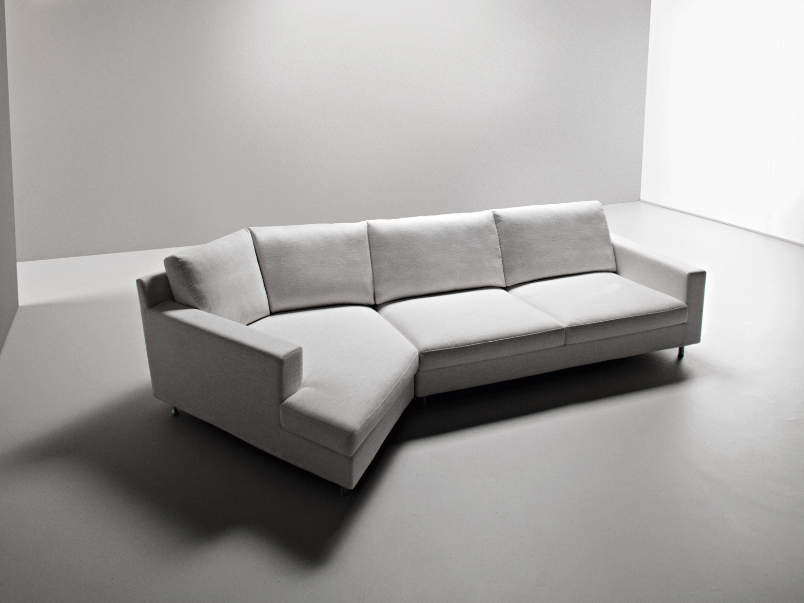 Manhattan divano angolare by la cividina design fulvio bulfoni for Divano angolare in tessuto