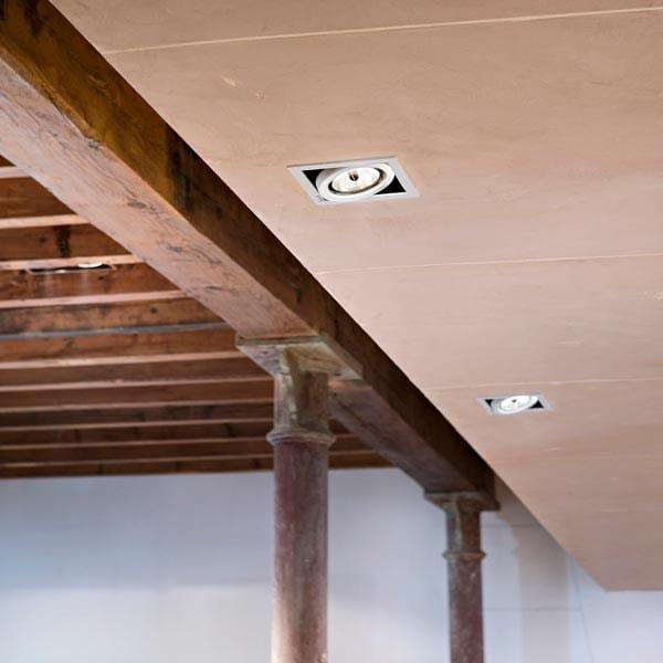 spot halog ne orientable pour plafond en aluminium moul. Black Bedroom Furniture Sets. Home Design Ideas
