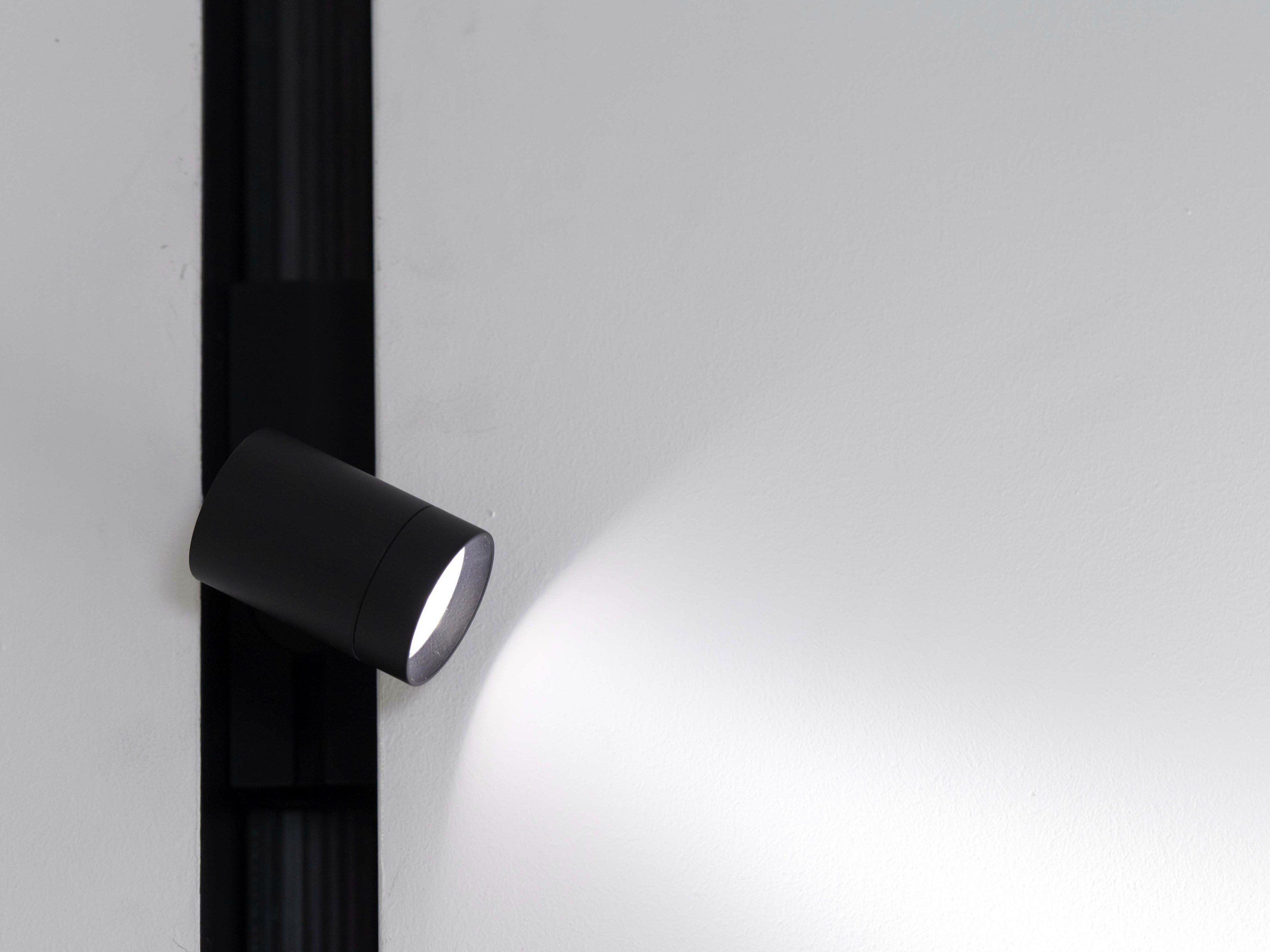 LED Track-Light THE RUNNING MAGNET SPOT by FLOS