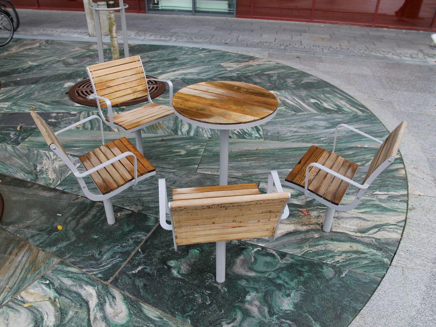 parco chaise d 39 ext rieur en acier et bois by nola industrier design brda broberg ridderstr le. Black Bedroom Furniture Sets. Home Design Ideas