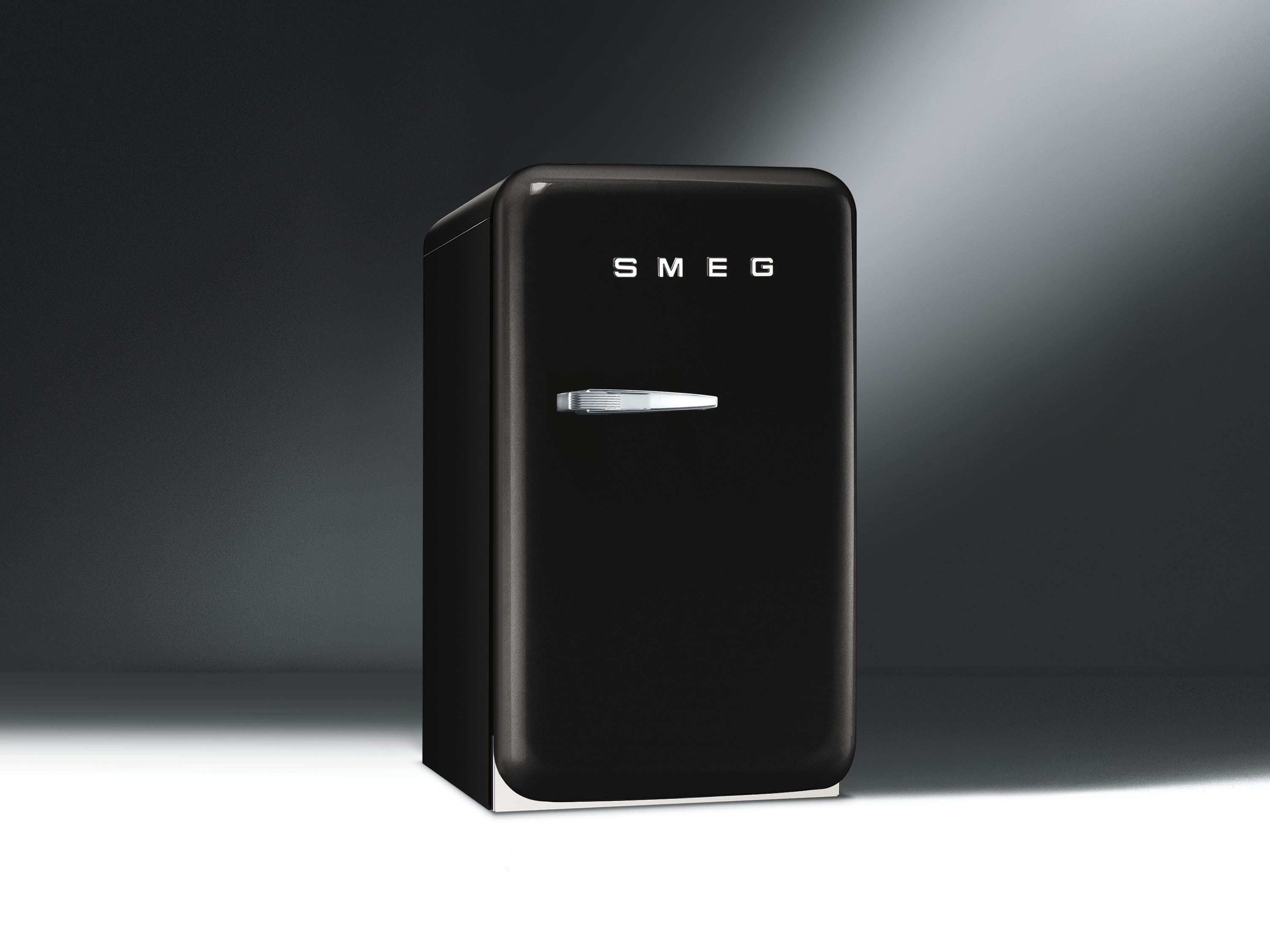 fab5rne mini k hlschrank by smeg. Black Bedroom Furniture Sets. Home Design Ideas