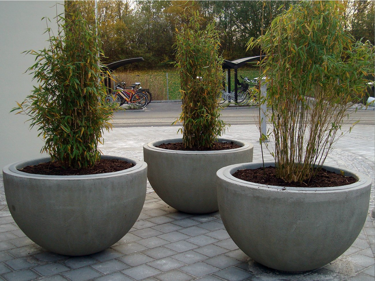 Reinforced concrete flower pot sturup by nola industrier Concrete planters