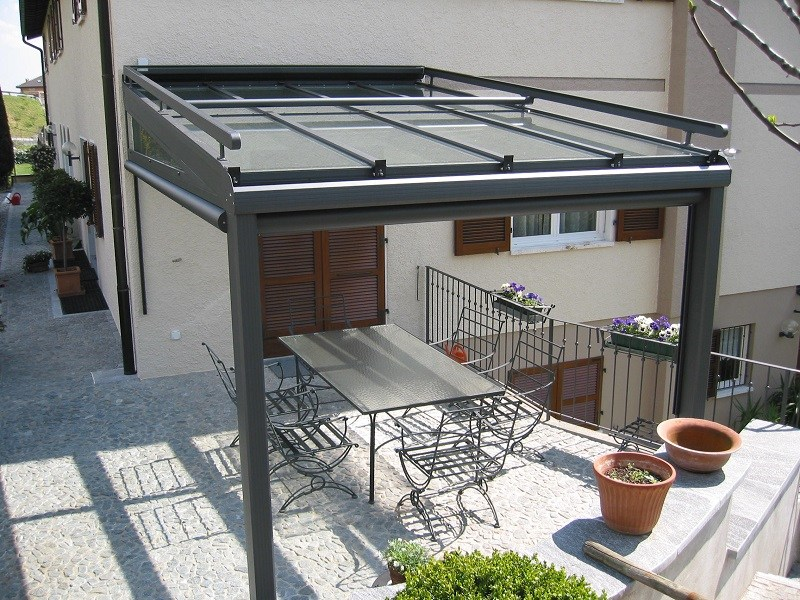 Auvent en aluminium et verre rev tement fixe by frubau for Auvent en aluminium pour maison