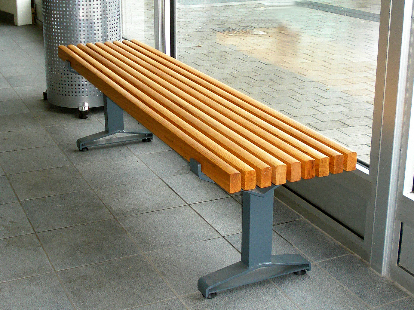 Gartenbank Holz Ohne RUckenlehne ~ Sitzbank aus Stahl und Holz ohne Rückenlehne LUMA  Bank ohne