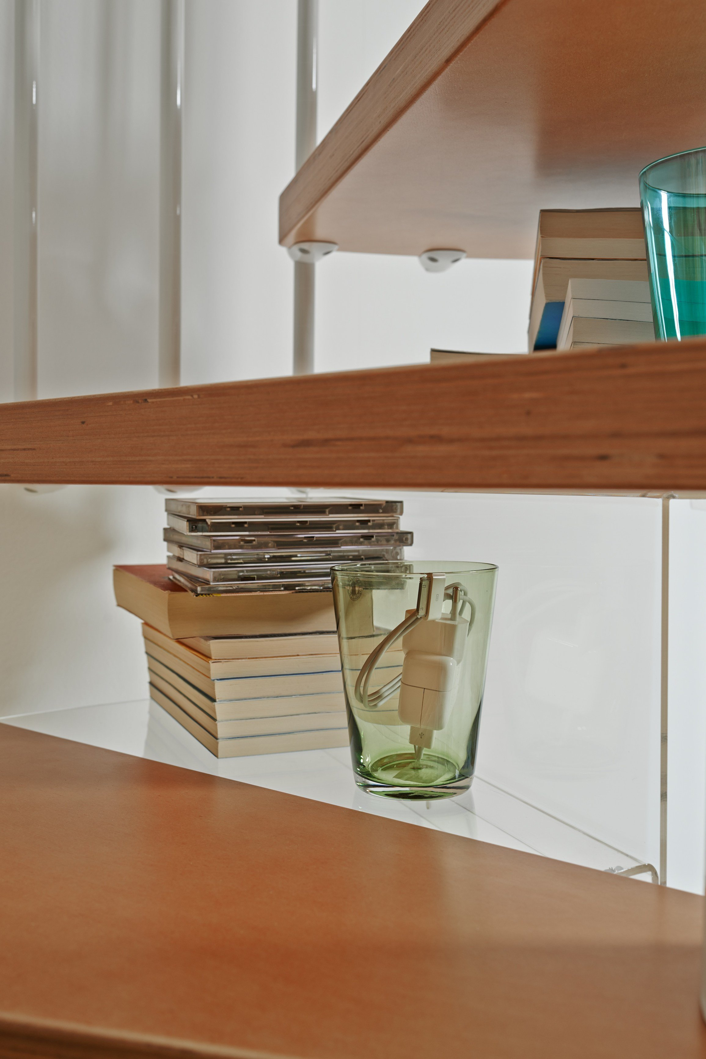 plexiglass staircase component shelf y by fontanot. Black Bedroom Furniture Sets. Home Design Ideas