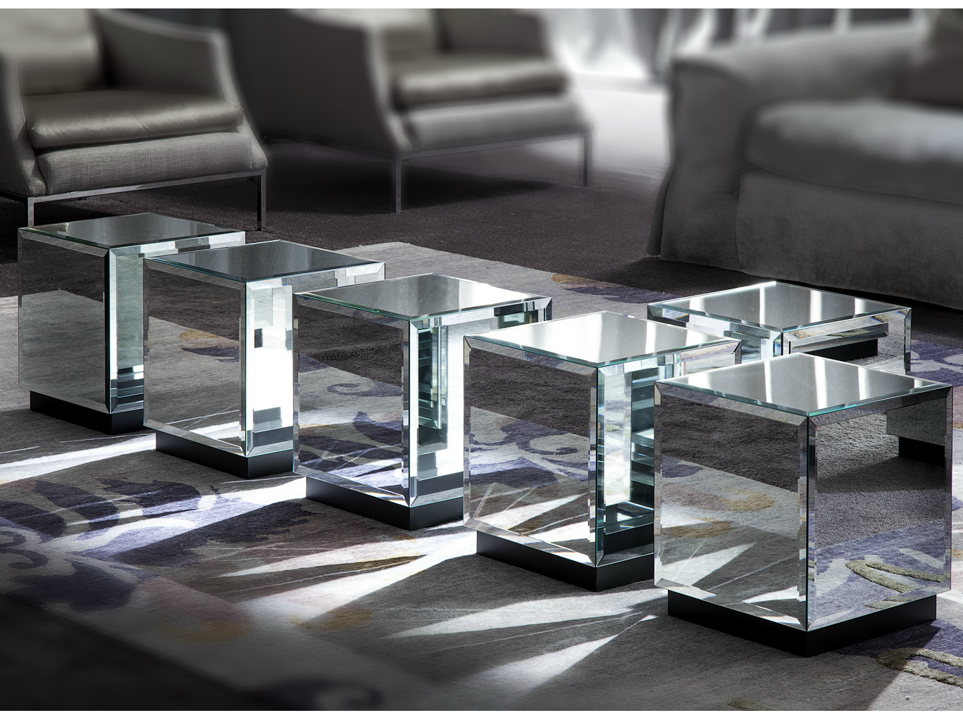 Table basse carr e en verre miroir riflesso by erba for Table basse miroir