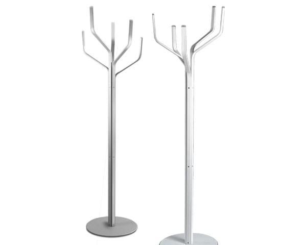 Perchero de pie de metal albero by lapalma dise o fabio for Percheros de metal