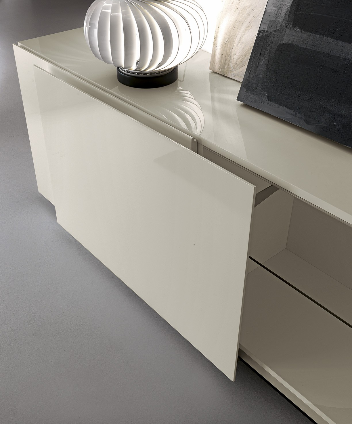 Lacquered wooden sideboard with sliding doors rewind by for Presotto industrie mobili