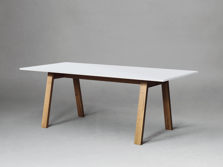 Sc50 tavolo in hpl by janua design christian seisenberger for Tavolo hpl