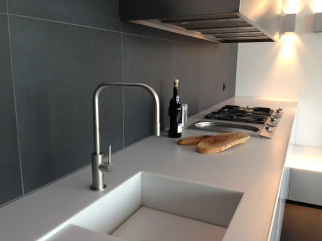 Miscelatore da cucina da piano in acciaio inox con doccetta estraibile spin sqe collezione spin Miscelatore cucina con doccetta estraibile