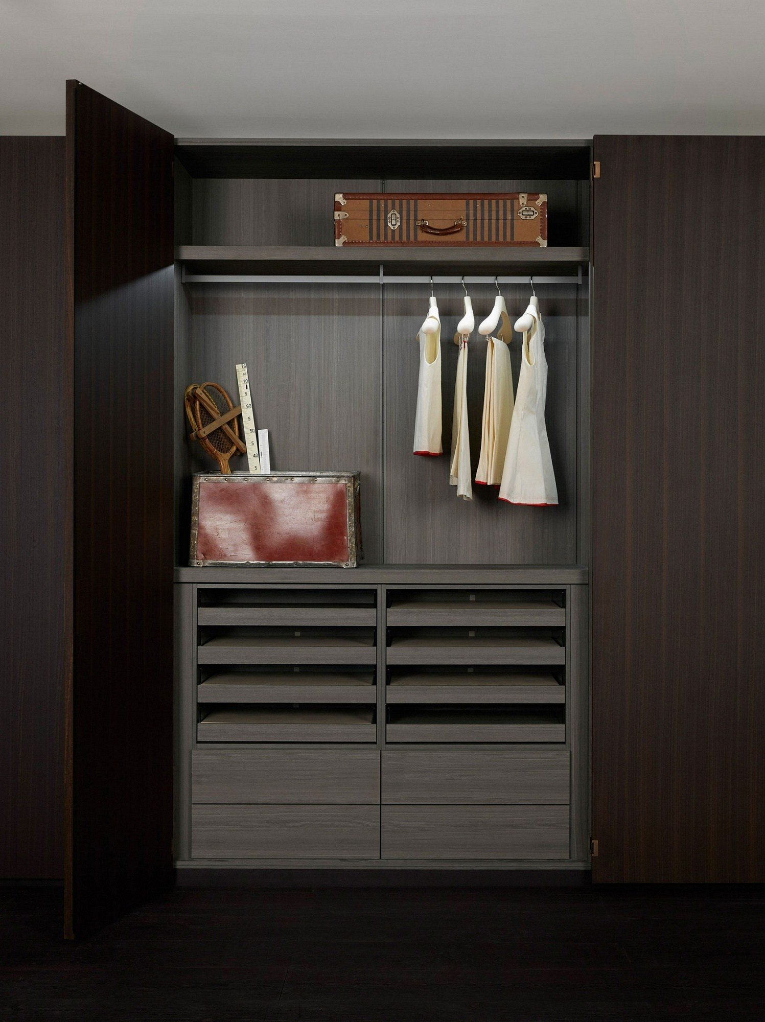 kleiderschrank nach mass storage einbau kleiderschrank kollektion storage by porro design piero. Black Bedroom Furniture Sets. Home Design Ideas