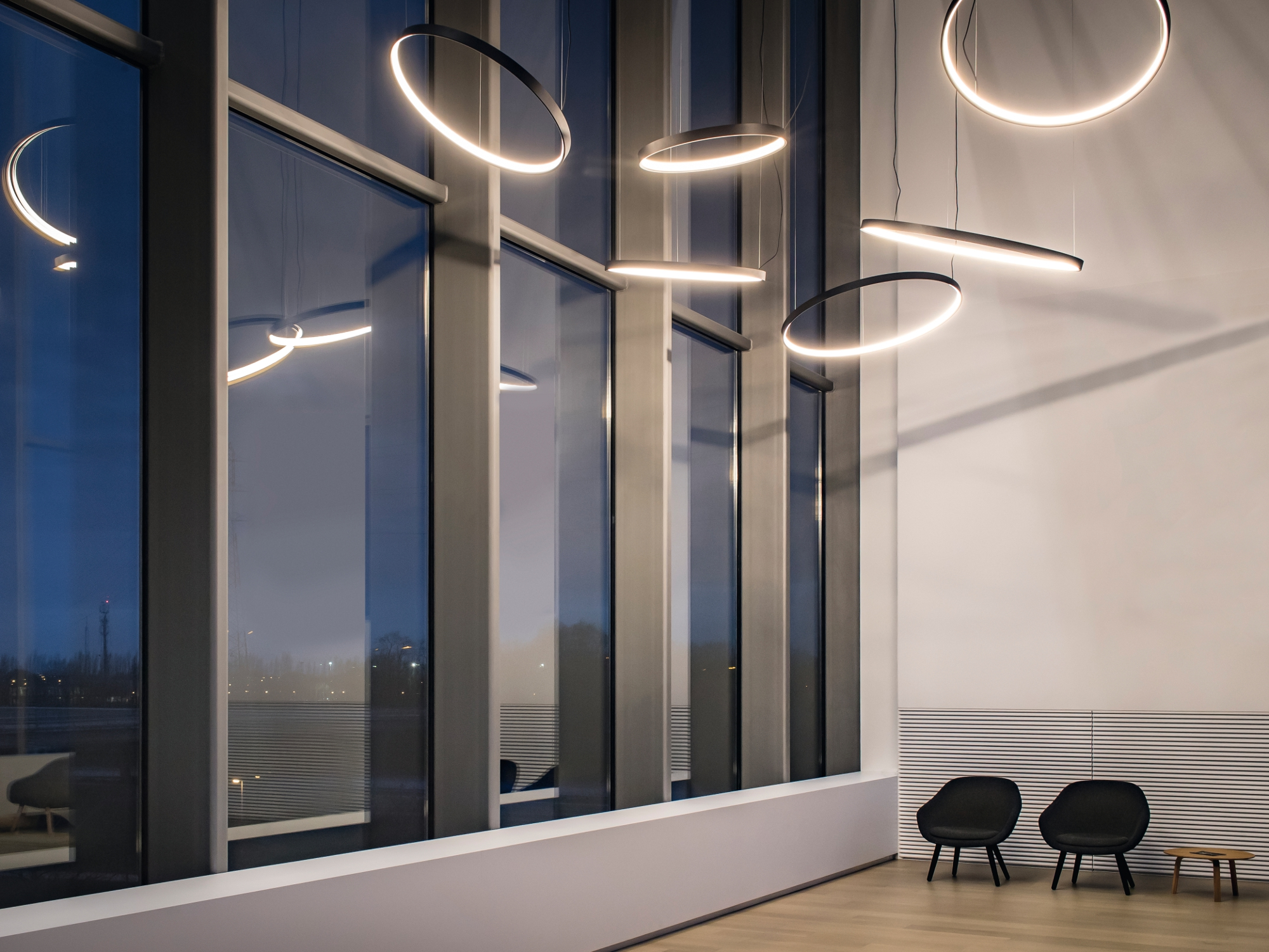 Led pendant lamp superloop hc superloop collection by for Oficinas delta airlines