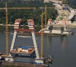Il sistema a ripresa autosollevante ACS di PERI per la costruzione del ponte sul Danubio