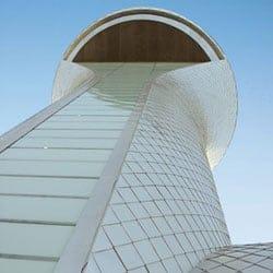 Alluminio laminato EXinALL di Novelis per la torre di controllo dell'aeroporto di Farnborough