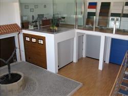 Tecnochiusure, nel nuovo showroom i portoni sezionali Breda