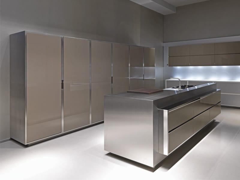 Armonia ed eleganza per la nuove cucine strato for Programma per comporre cucine