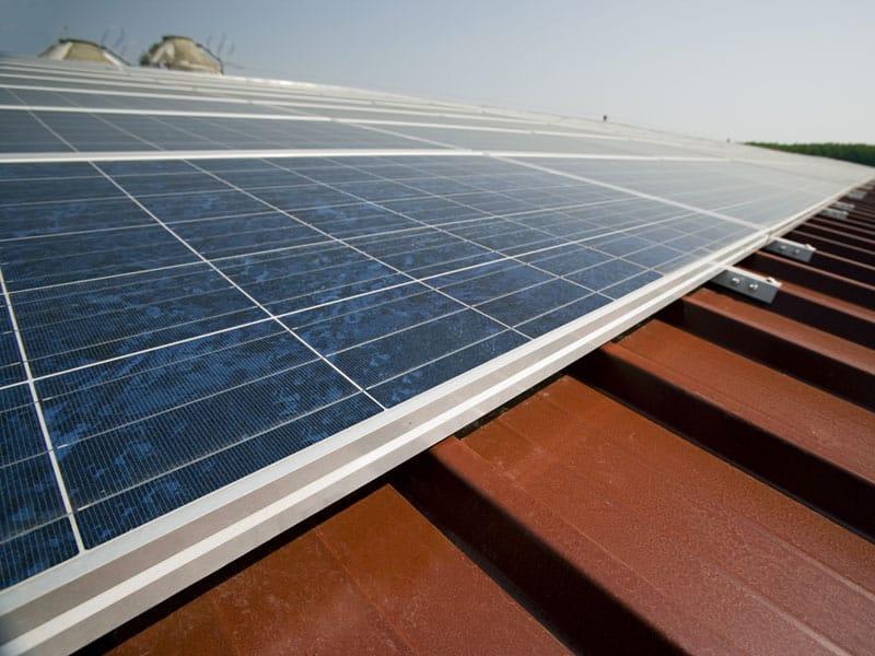 Mannienergy sostituisce i tetti in amianto con impianti fotovoltaici