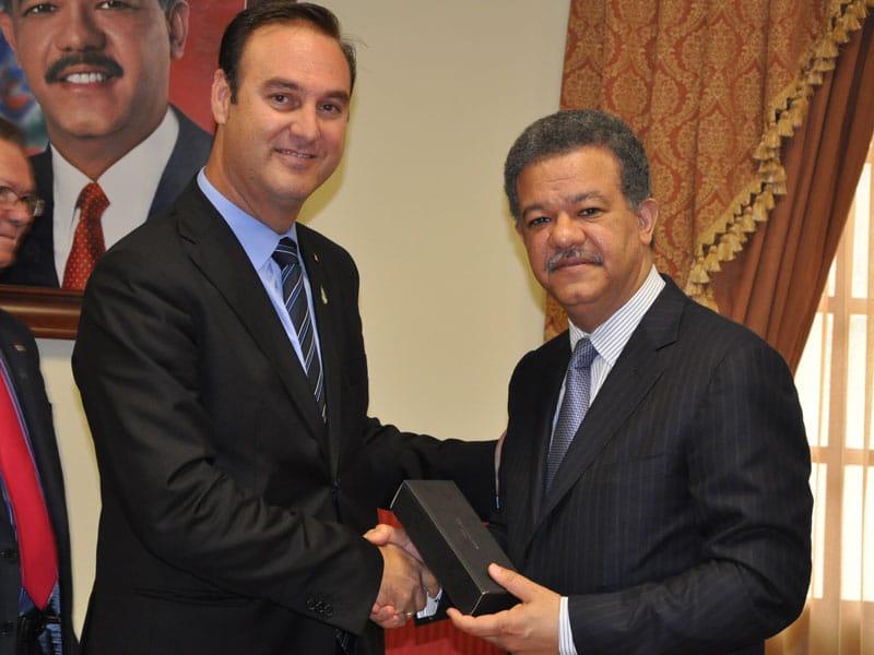 Isofoton chiude un accordo con il Presidente della Repubblica Dominicana