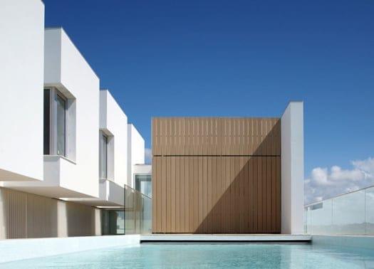 Total white per la casa minimalista di Jorge Mealha