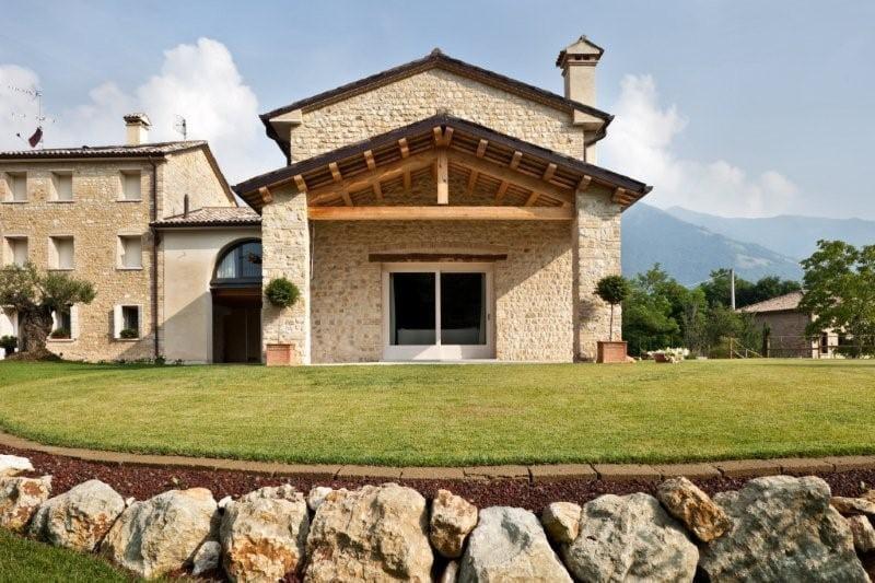 Rivestimento Esterno Casa Moderna : Ideal work per un perfetto equilibrio fra antico e moderno