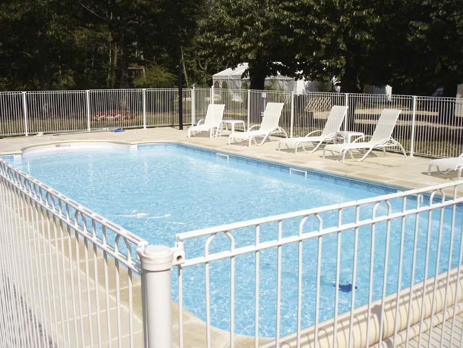 BEKAZUR 2D di Betafence: bellezza e sicurezza a bordo piscina