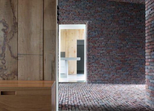 The Rabbit Hole: intreccio d'argilla fra architettura e natura