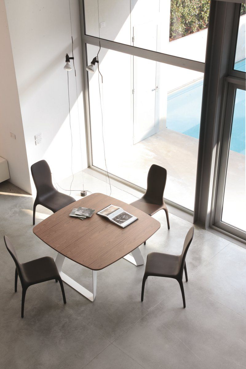 Tonin Casa, tavolo Brenta design Angelo Tomaiuolo