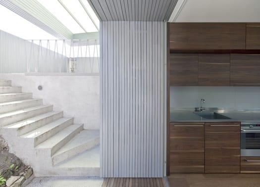 Villa T: l'ampliamento di una casa razionalista a Ljubljana