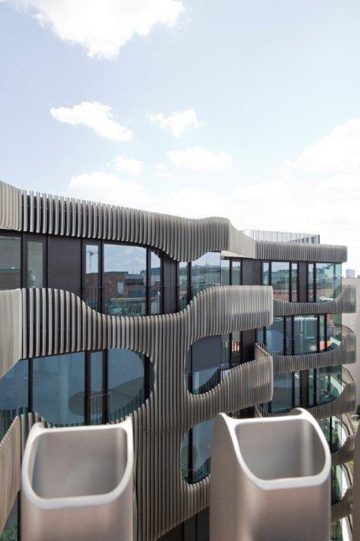 A Berlino il parcheggio è elegante e di design con Combilift 543 di Idealpark