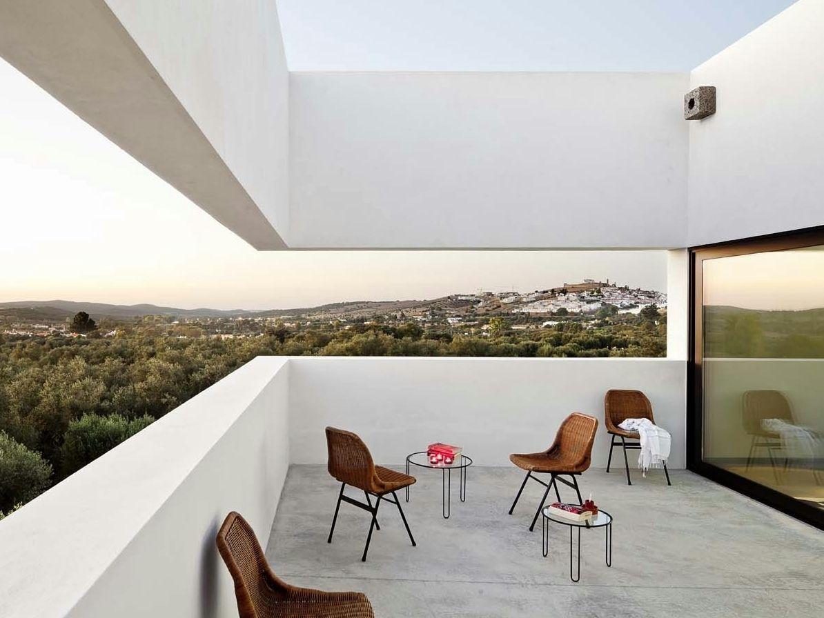 Villa Extramuros: il tranquillo rifugio firmato Vora Arquitectura