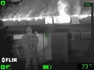 FLIR Systems presenta la Serie K, la termocamera palmare per applicazioni antincendio