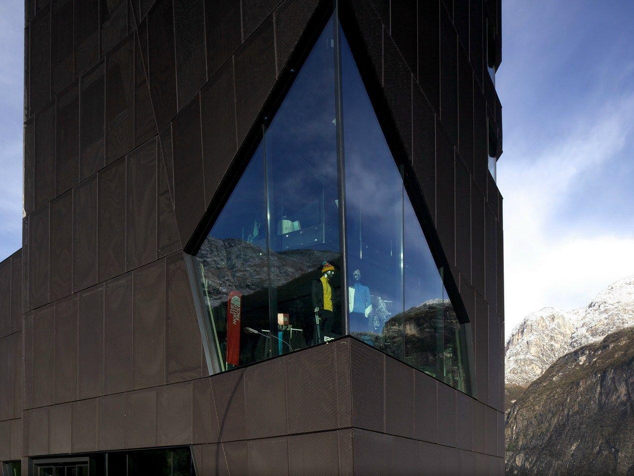 PICHLER Projects realizza le facciate ed il rivestimento del nuovo store Nardelli