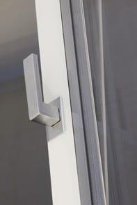 Le esclusive finestre scorrevoli di ESSENZA nella nuova versione a battente