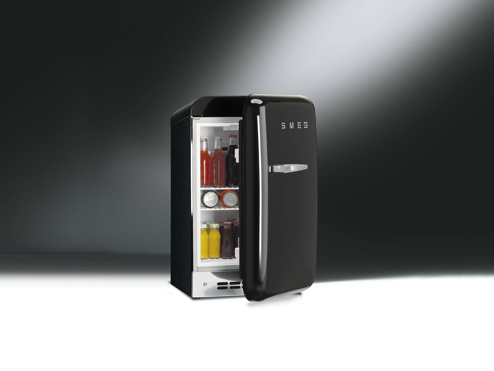 Frigo Smeg Anni 50 Piccolo smeg presenta il nuovo mini-frigo fab5