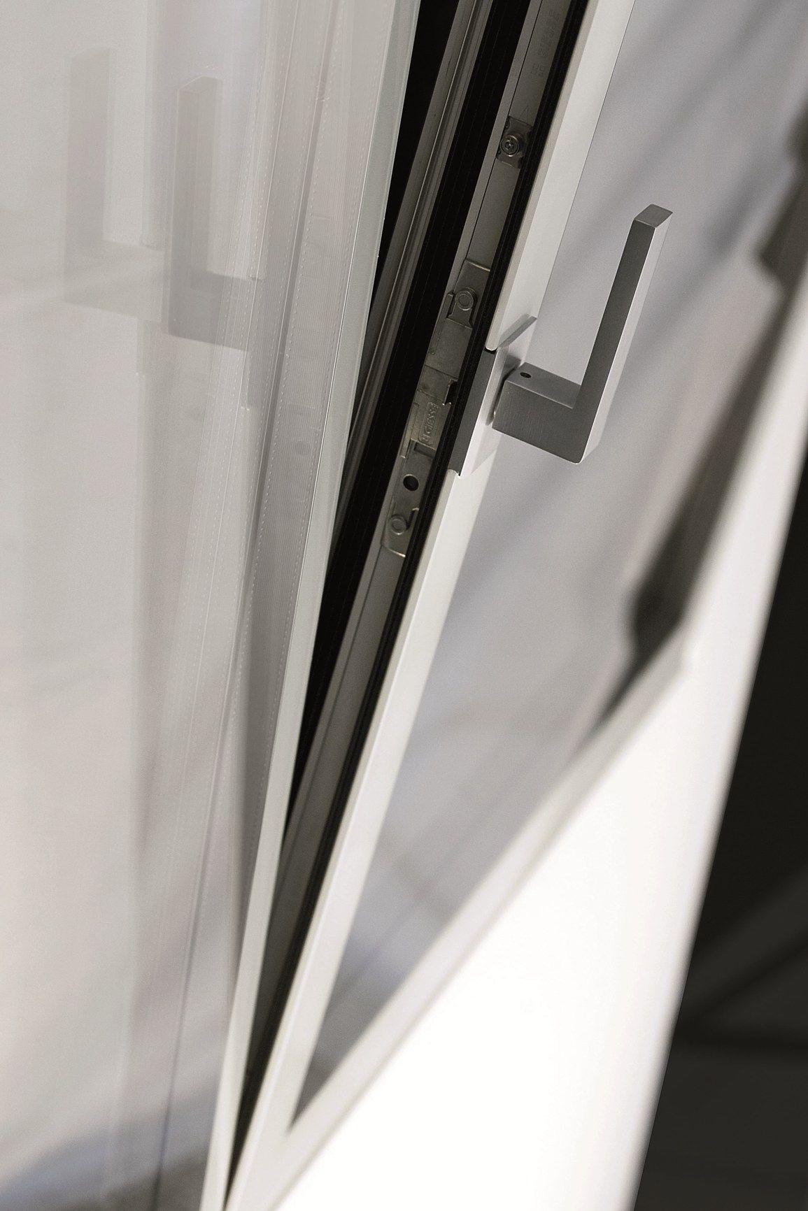 Nuove finestre a battente ESSENZA a MADEexpo 2013