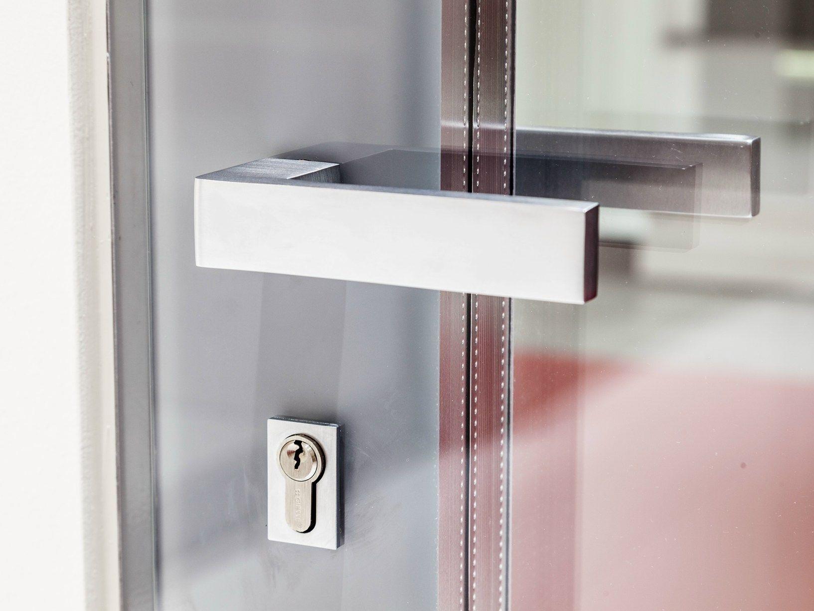 Nuovi tocchi di classe per le finestre e porte finestre a battente ESSENZA