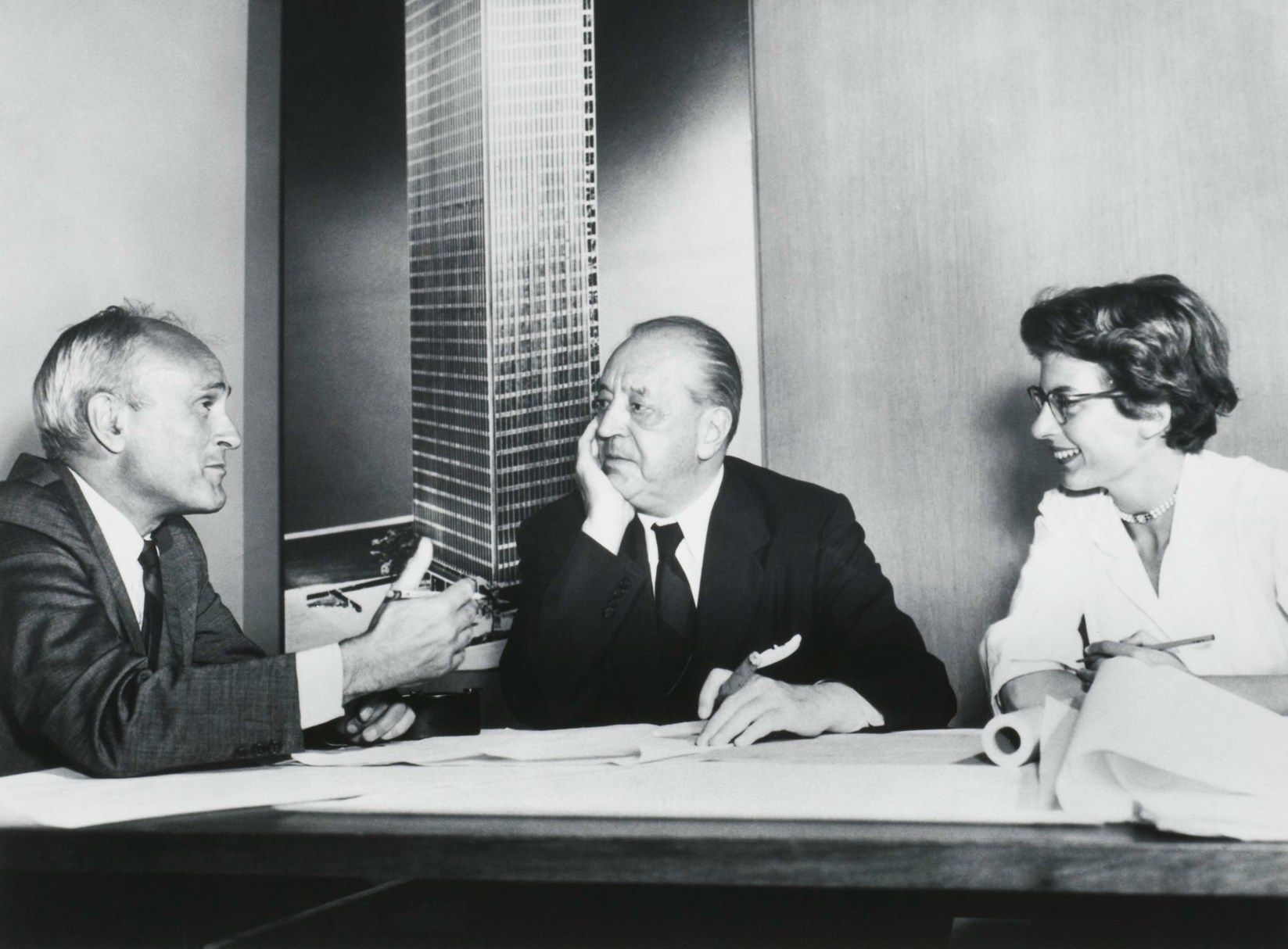 Philip Johnson, Ludwig Mies van der Rohe and Phyllis Lambert - Fonds Phyllis Lambert, Canadian Centre for Architecture, Montreal. ©United Press Intern