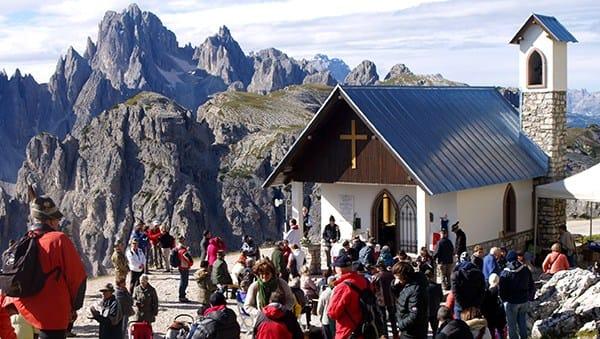 Zintek partecipa al restauro di una piccola chiesa sulle Dolomiti