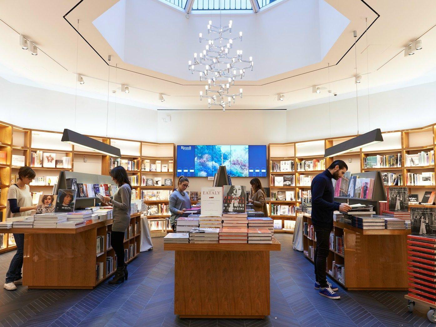Alla Rizzoli Galleria la luce Reggiani come esperienza sensoriale