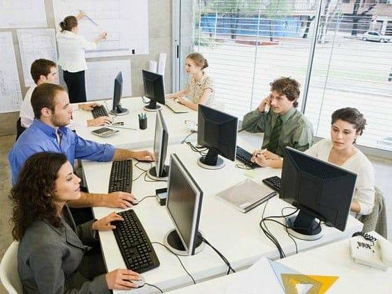 Dipendenti iscritti agli albi professionali: ok al lavoro occasionale senza Partita Iva