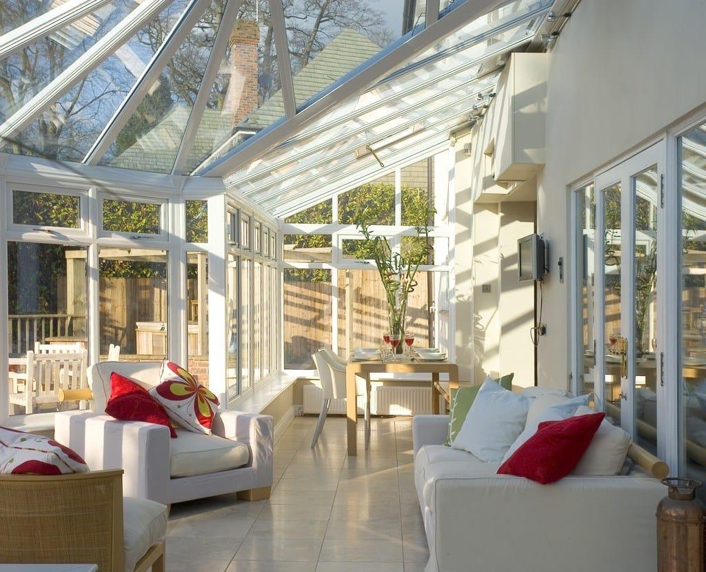 Pilkington Activ™: vetri più puliti per risparmiare tempo e fatica
