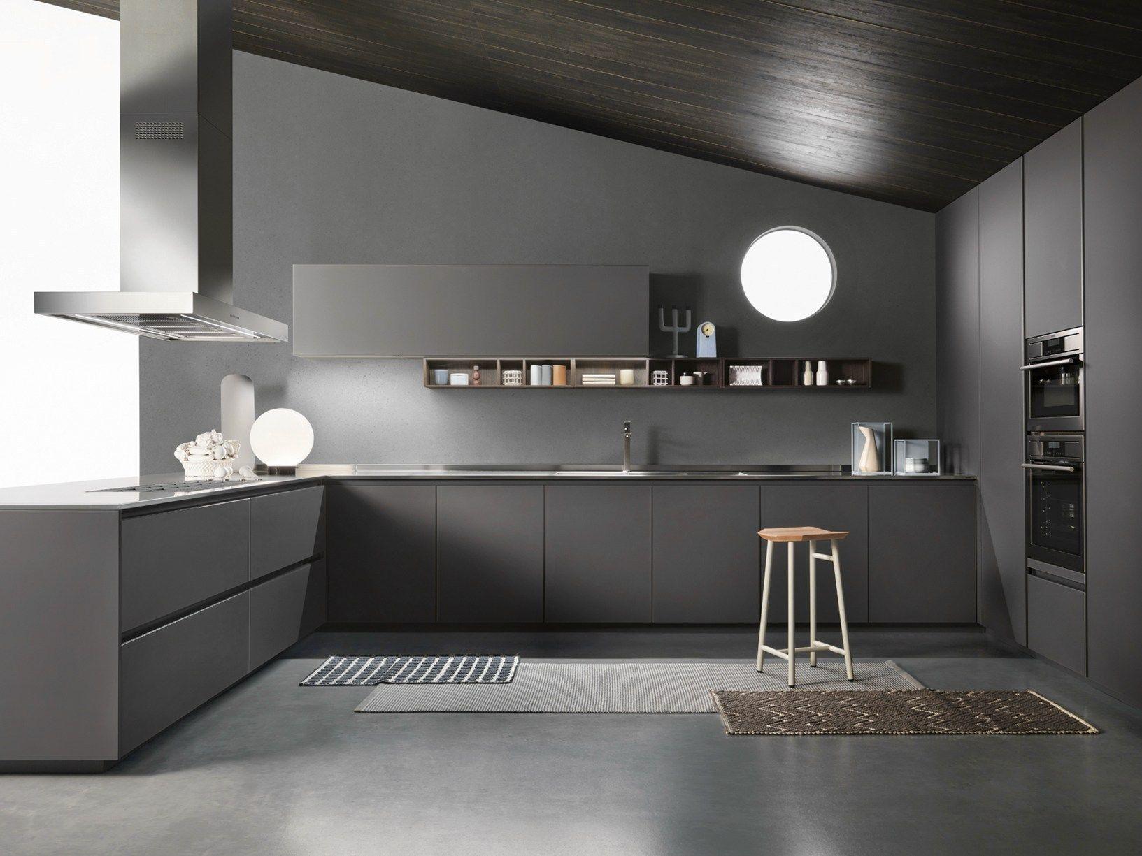 Contrasti cromatici e formali per una cucina calda e accogliente - Cucina ernestomeda prezzi ...
