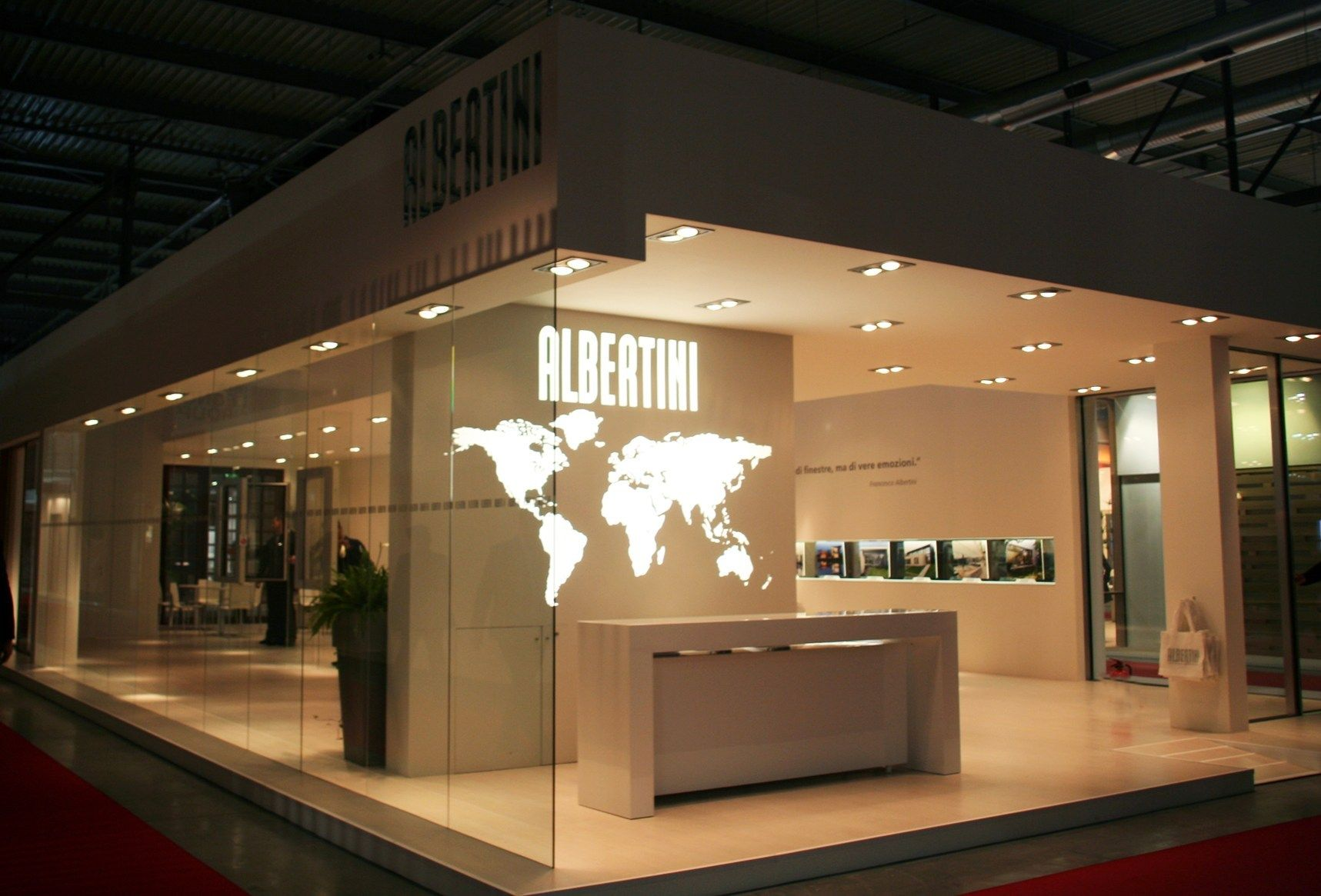 Albertini Witri'A: la prima finestra full glass con telaio in legno