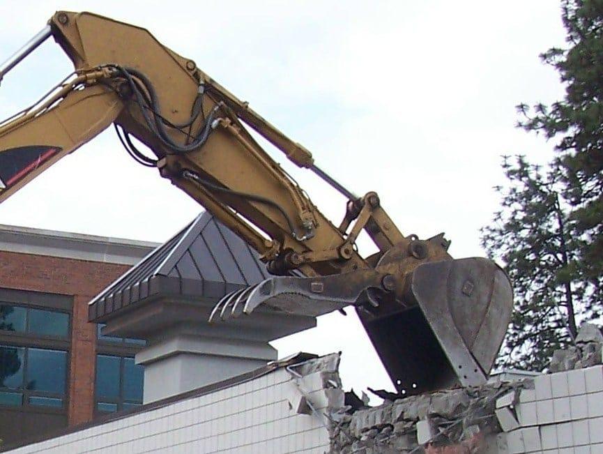 Edifici abusivi, la demolizione parziale deve essere fattibile