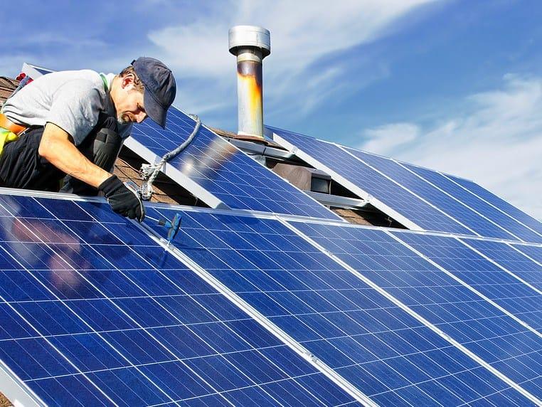 Fotovoltaico fino a 20 kW sui tetti, in Gazzetta il Modello Unico