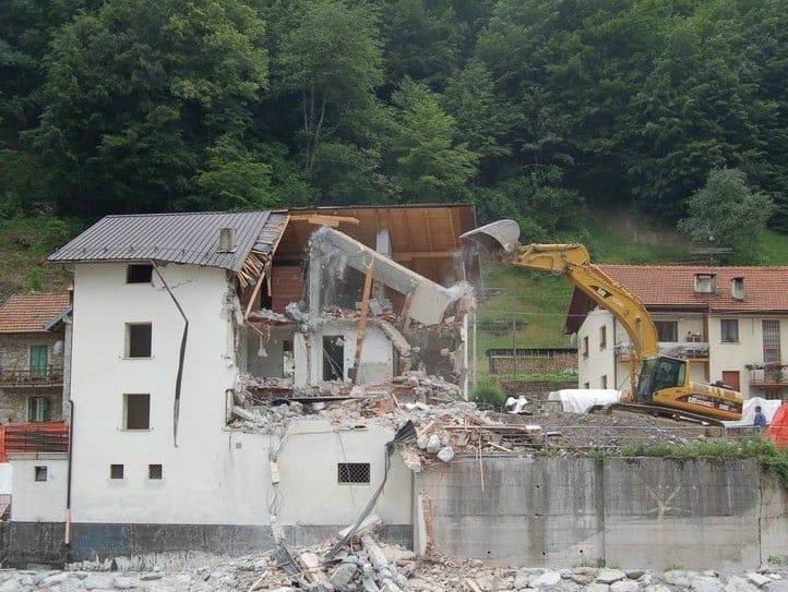 Abusi edilizi, il proprietario deve intervenire in modo attivo